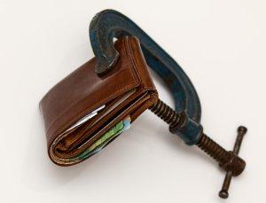 Plånbok säkrad med skruvtving